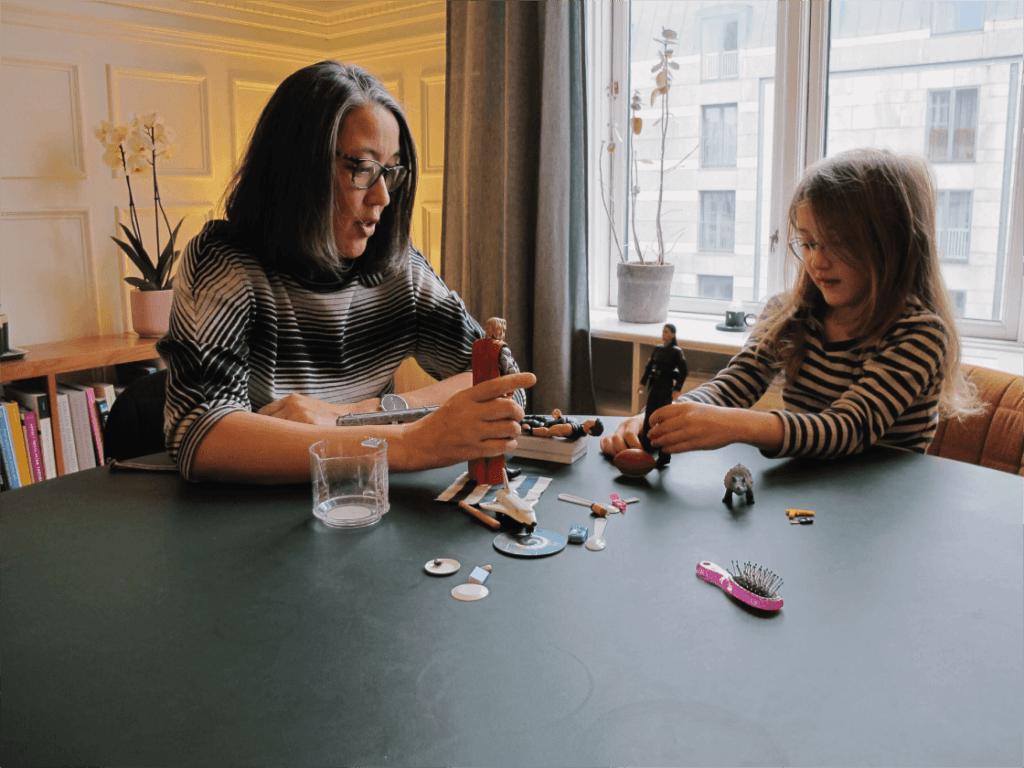 Psykolog Mette Kyung med barn