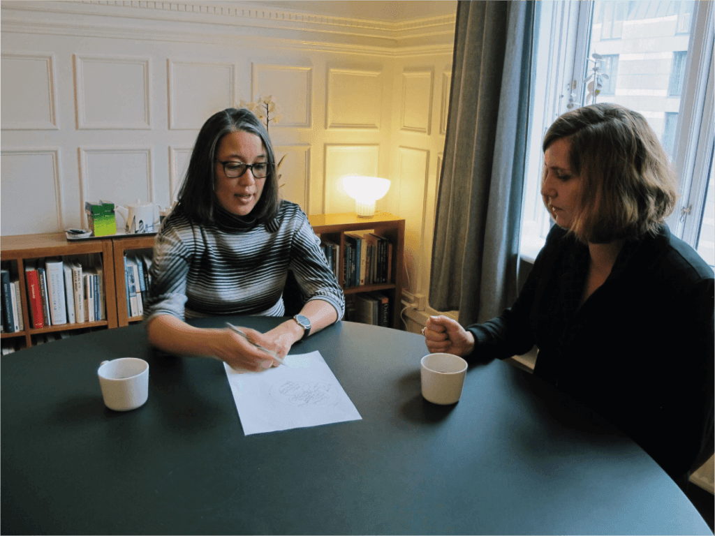Supervision - Psykolog Mette Kyung på kontoret med kvindelig klient